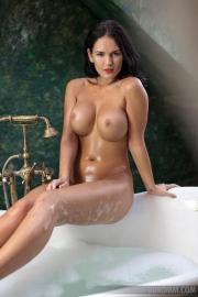 Kendra Big Tits Bathtime 03