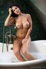 Kendra Big Tits Bathtime 04