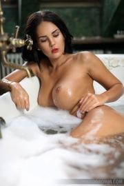 Kendra Big Tits Bathtime 05