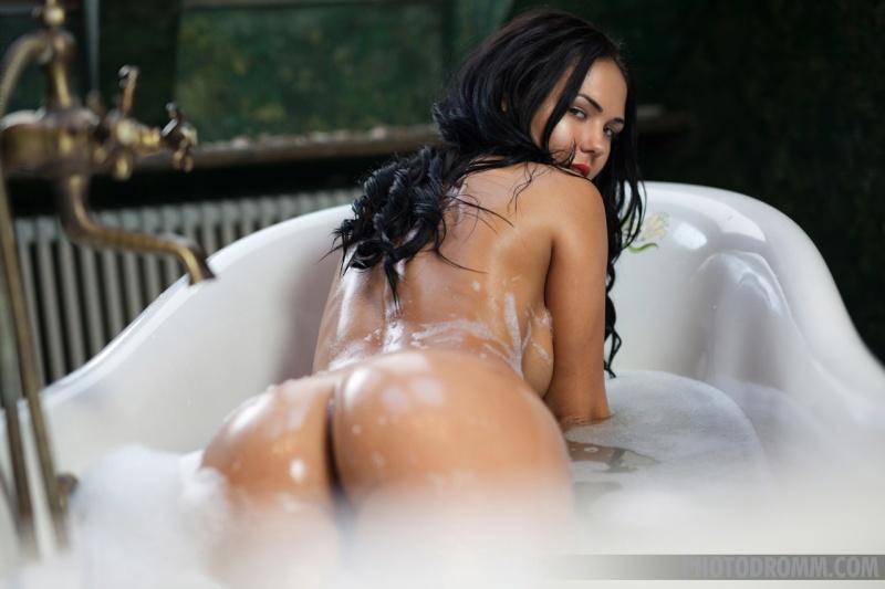 Kendra Big Tits Bathtime 06
