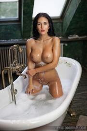 Kendra Big Tits Bathtime 07