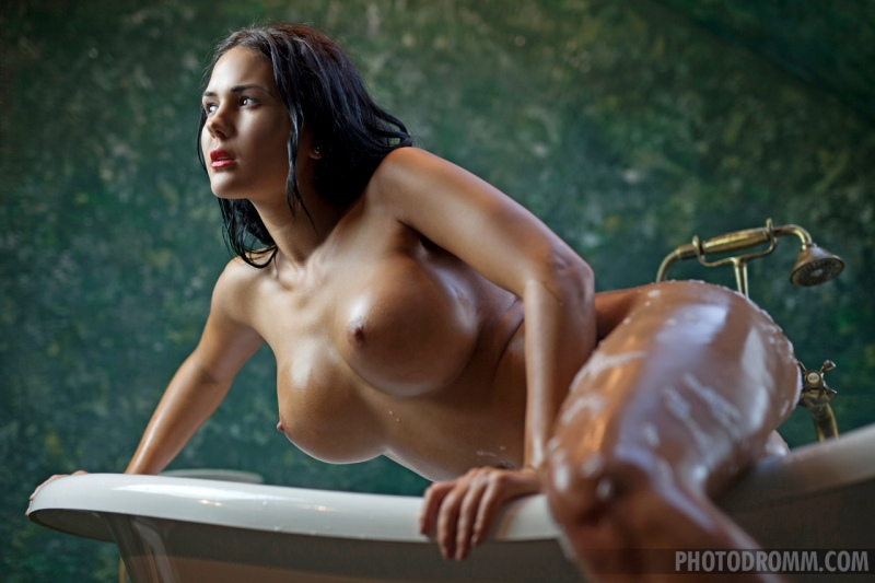 Kendra Big Tits Bathtime 09