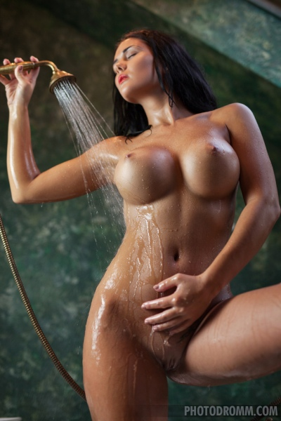 Kendra Big Tits Bathtime 12