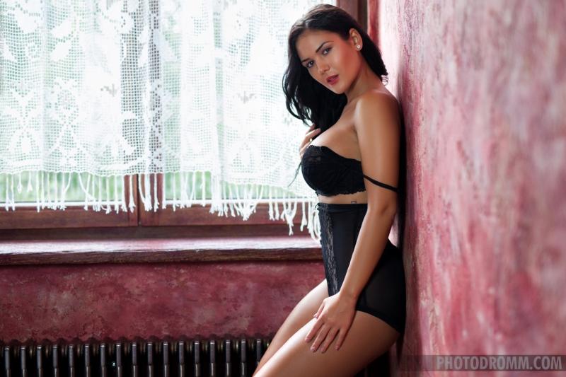 Kendra Big Tits on Display 01