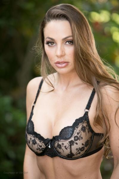 Abigail-Mac-Big-Tits-in-Sexy-Black-Bra-002