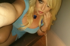 Alura Jenson Big Cleavage Selfies 006