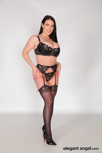 Angela-White-Big-Tits-in-Sexy-Black-Lingerie-001