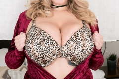 Annabelle Rogers Huge Boobs Flopping around a Leopard Print Bra 002