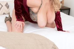 Annabelle Rogers Huge Boobs Flopping around a Leopard Print Bra 011