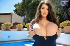 Bella-Brewer-Huge-Tits-Hanging-out-at-the-Pool-002