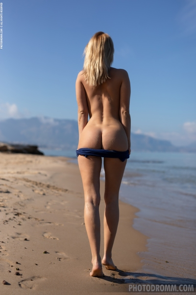Brooke-Big-Tits-Blue-Swimsuit-for-Photodromm-006