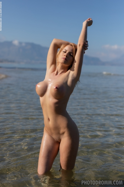 Brooke-Big-Tits-Blue-Swimsuit-for-Photodromm-007