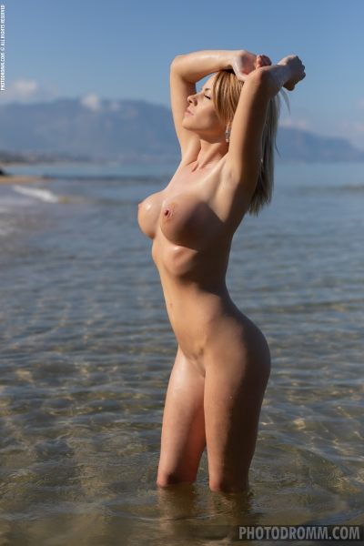 Brooke-Big-Tits-Blue-Swimsuit-for-Photodromm-008