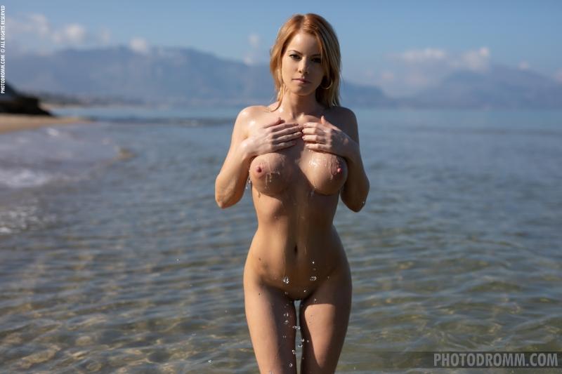 Brooke-Big-Tits-Blue-Swimsuit-for-Photodromm-009