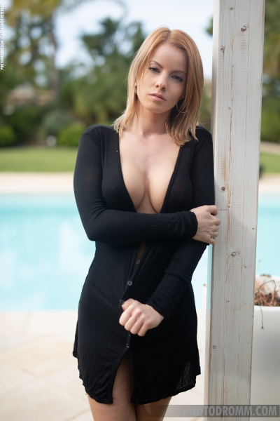 Brooke-Big-Tits-in-Little-Black-Dress-for-Photodromm-001
