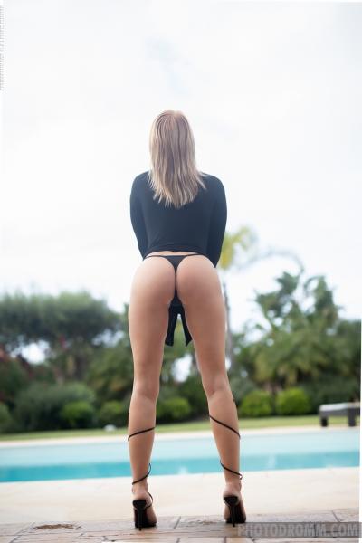 Brooke-Big-Tits-in-Little-Black-Dress-for-Photodromm-002