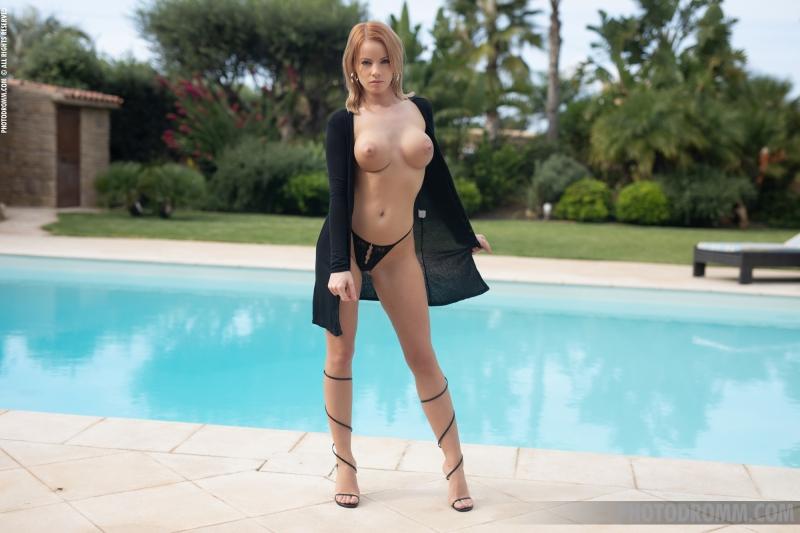 Brooke-Big-Tits-in-Little-Black-Dress-for-Photodromm-004