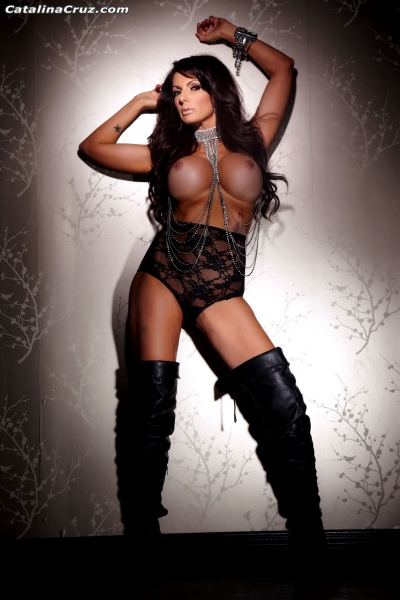 Catalina-Cruz-Big-Tits-and-Black-Leather-Thigh-High-Boots-001