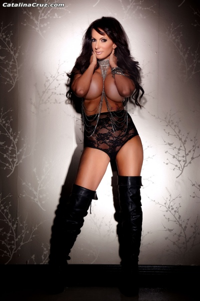 Catalina-Cruz-Big-Tits-and-Black-Leather-Thigh-High-Boots-003