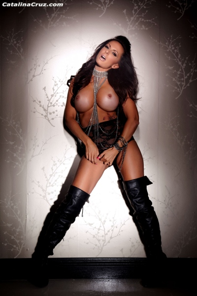 Catalina-Cruz-Big-Tits-and-Black-Leather-Thigh-High-Boots-009