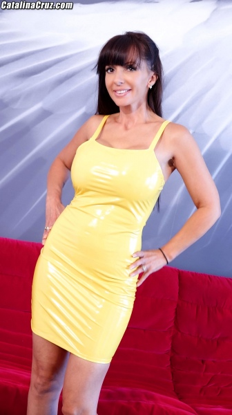 Catalina-Cruz-Big-Tits-in-Juicy-Lemon-Latex-Dress-001