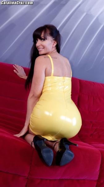 Catalina-Cruz-Big-Tits-in-Juicy-Lemon-Latex-Dress-005