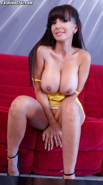 Catalina-Cruz-Big-Tits-in-Juicy-Lemon-Latex-Dress-009