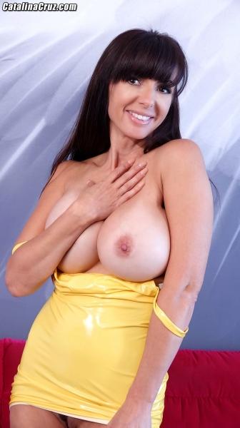 Catalina-Cruz-Big-Tits-in-Juicy-Lemon-Latex-Dress-010