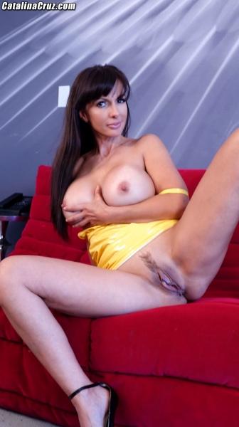 Catalina-Cruz-Big-Tits-in-Juicy-Lemon-Latex-Dress-011