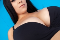 Chloe_Great_Tits_in_Black_Bra_Top_001