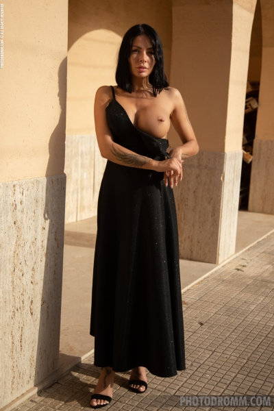 Claire-Big-Tits-in-Sexy-Black-Dress-for-Photodromm-002