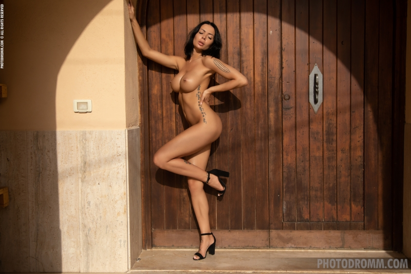 Claire-Big-Tits-in-Sexy-Black-Dress-for-Photodromm-011