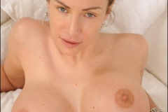 Clanddi-Jinkcego-Huge-Boobs-and-a-Pair-of-Jeans-009