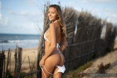 Clover-Nice-Tits-at-the-Beach-for-Photodromm-002