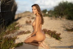 Clover-Nice-Tits-at-the-Beach-for-Photodromm-007