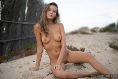 Clover-Nice-Tits-at-the-Beach-for-Photodromm-011