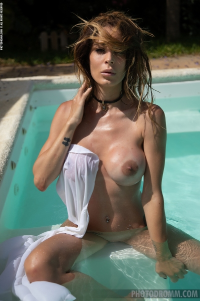Cyrelle-Big-Tits-at-the-Pool-for-Photodromm-011