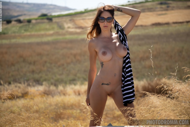 Cyrelle-Big-Tits-in-Tight-Dress-on-the-Road-for-Photodromm-010