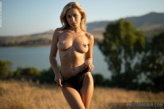 Darya-Big-Tits-Go-Wild-in-gthe-Country-for-Photodromm-003