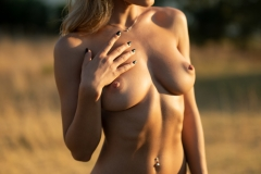Darya-Big-Tits-Go-Wild-in-gthe-Country-for-Photodromm-006