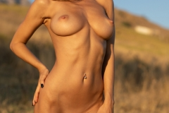 Darya-Big-Tits-Go-Wild-in-gthe-Country-for-Photodromm-008