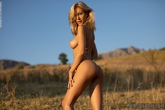 Darya-Big-Tits-Go-Wild-in-gthe-Country-for-Photodromm-012