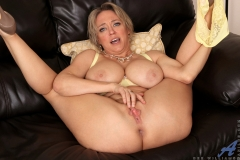 Dee-Williams-Big-Tits-Flop-Outr-of-Yellow-Bra-010