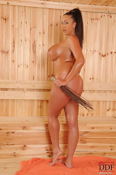 Emma-Butt-Takes-Huge-Tits-for-a-Sauna-008