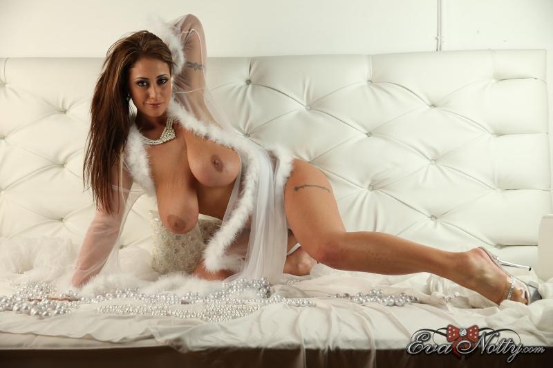Eva-Notty-String-of-Pearls-Between-Huge-Tits-006