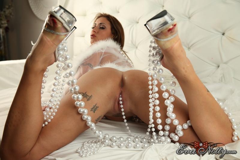 Eva-Notty-String-of-Pearls-Between-Huge-Tits-038
