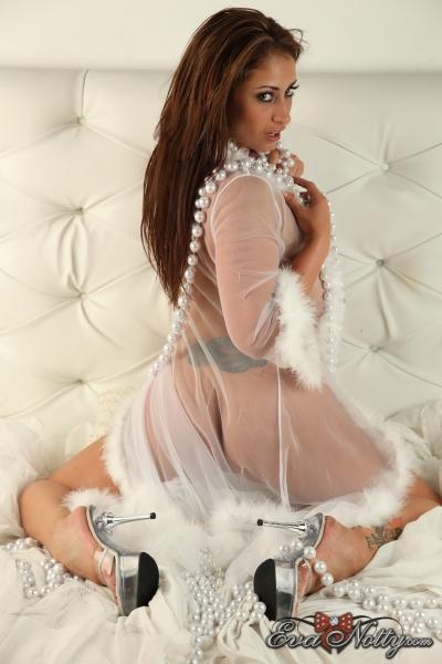 Eva-Notty-String-of-Pearls-Between-Huge-Tits-079