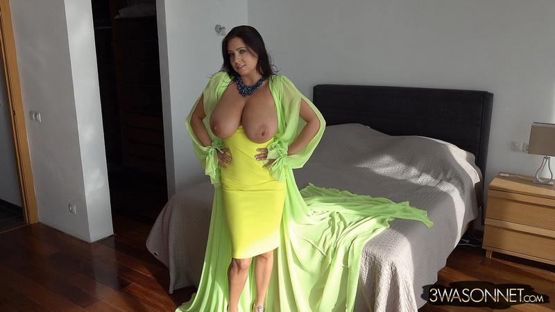 Ewa-Sonnet-Huge-Tits-in-Bright-Yellow-Dress-015