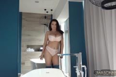 Ewa-Sonnet-Huge-Tits-in-Pretty-Pink-Bra-000