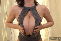 Ewa-Sonnet-Huge-Tits-Look-Amazing-in-Sparkly-Outfit-005